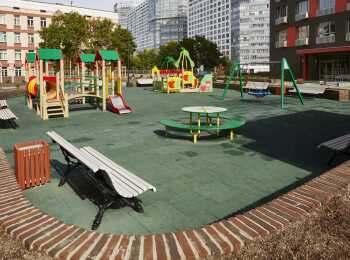 Игровая площадка с мягким покрытием